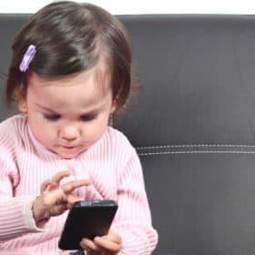 الموجات الهاتفية تضرّ بذاكرة الأطفال الصغار