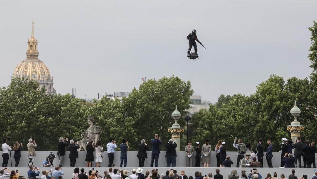 الخيال العلمي تحول لحقيقة : لوح طائر في عرض الباستيل السنوي بباريس