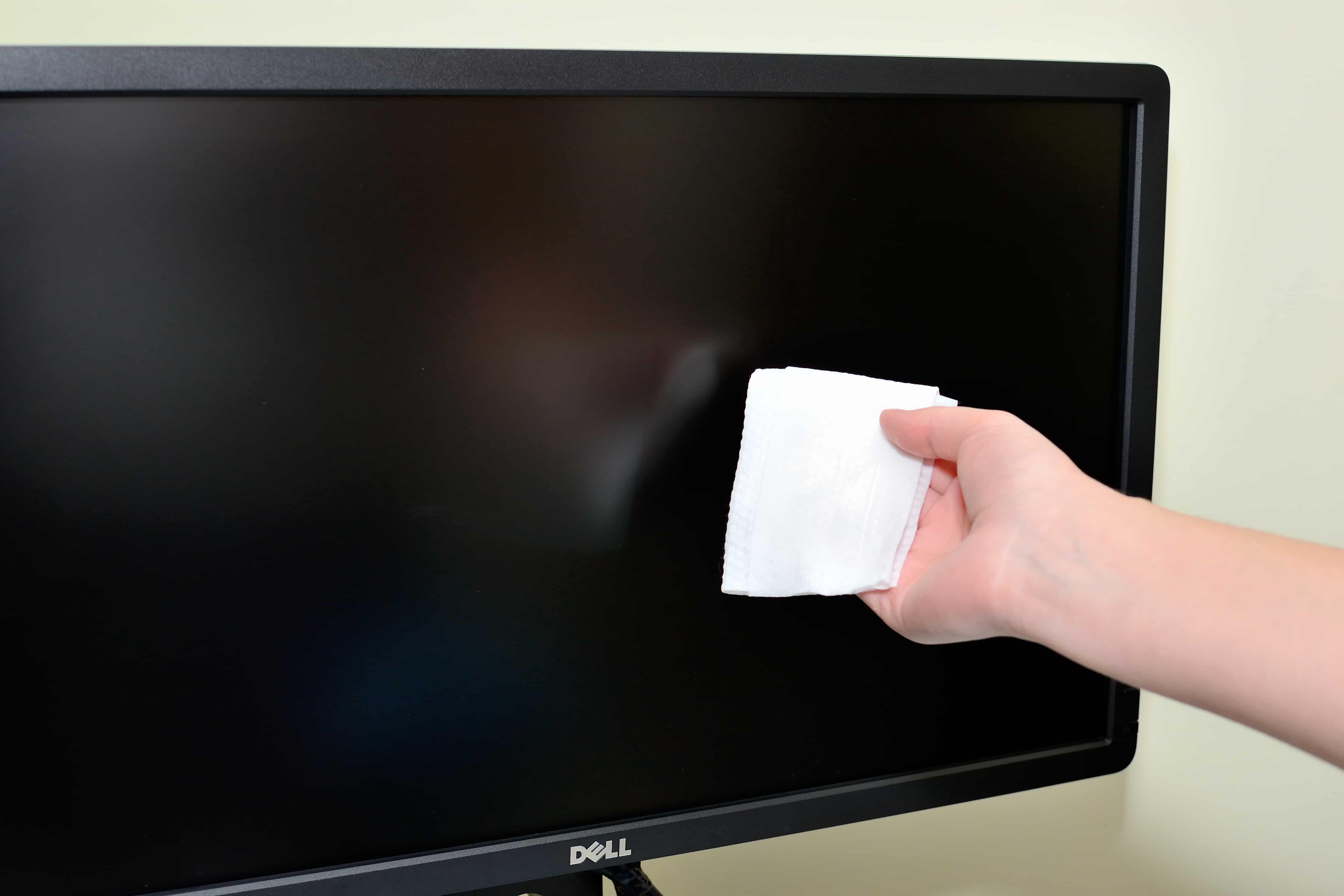 كيفية تنظيف شاشة الكمبيوتر المحمول مع المنتجات المنزلية